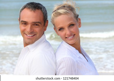 Couple with their backs to the sea