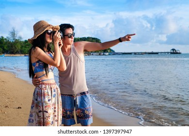couple traveler walking on the beach.Asia couple tourist have romance time on vacation.