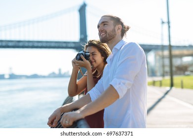 Couple traveling in NYC