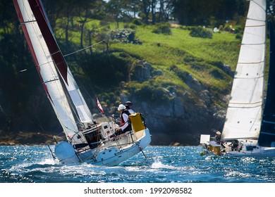 Pärchen auf dem Schiff bei Regatta