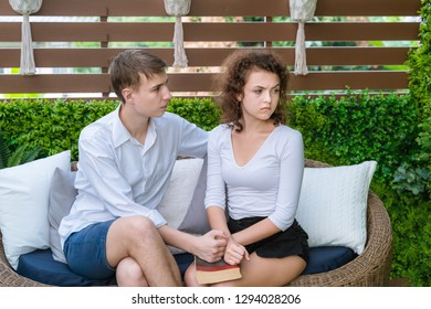 Couples are angry with each other, the male side is asking for reconciliation.Family problem concept