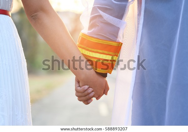 Couples holding hands,Graduates holding hands lovers.