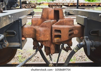 Coupling between two railway cars on tracks
