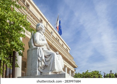 Court of appeal with statue in Aix en Provence City