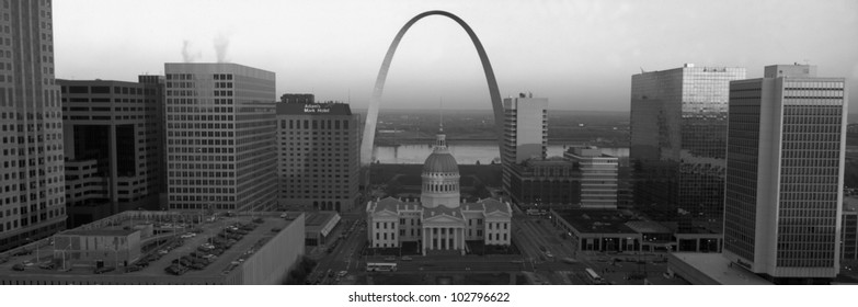 Courthouse & Memorial Arch, St. Louis, Missouri
