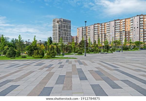 courtyard-area-multistorey-residential-c