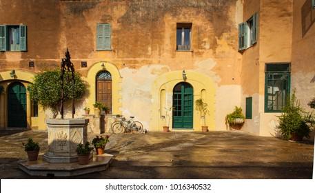 Courtyard of Sicilian castle.CR2