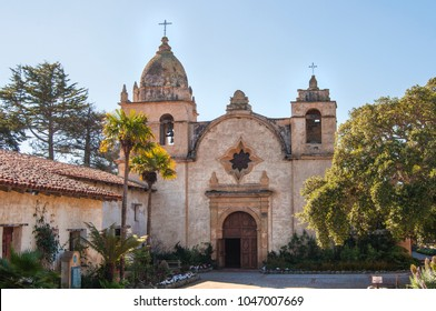 Courtyard view of Mission San Carlos in Carmel