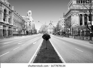 covid-19, the coronavirus, The beginning of the end, photograph of the Alcalá street in Madrid city center empty by the coronavirus quarantine,Photo with space for advertising, blank space, horizontal