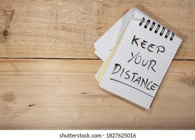 Covid-19-Hinweise: Halte deine Distanz