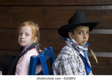 Cow-boy and cow-girl sitting back-wise