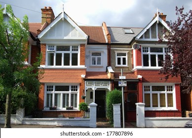 Cozy english houses in Wimbledon, London