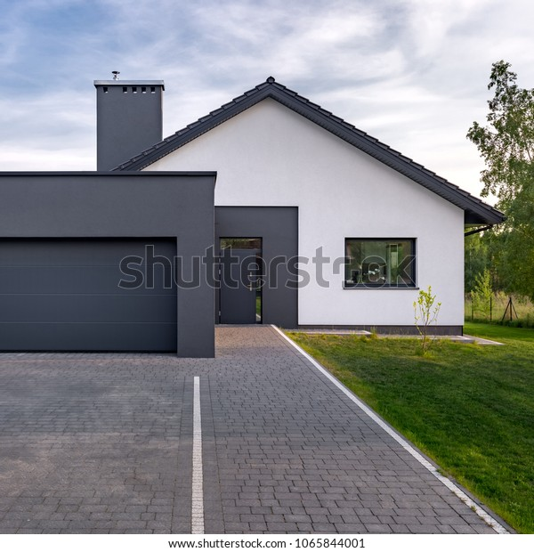 Gemütliches und modernes Haus mit Garage und Kopfsteinpflasterstraße