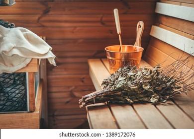 Gemütliche Saunazubehör in der Holzsauna
