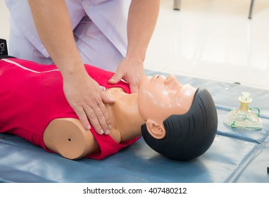 CPR on training in hospital.