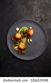 Crab cakes with sweet corn og coriander