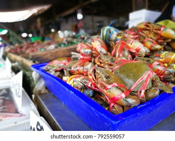 Crab in fresh market for sale and selective focus.