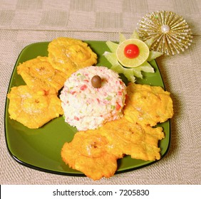 Crabmeat imitation dip with fried plantain chips