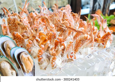 Crabs on ice, Seafood buffet line
