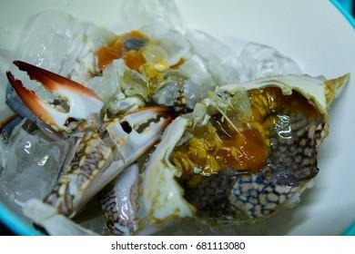 Crabs preparing food