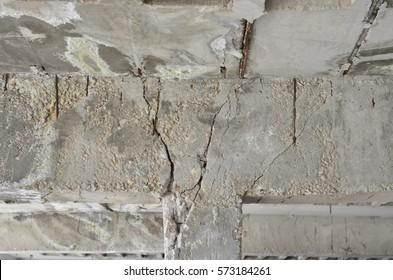 Crack roof column