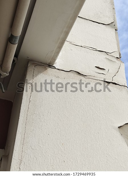 cracked-wall-color-outside-house-600w-17