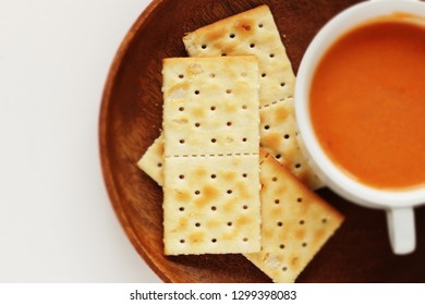 Cracker and creamy tomato soup tor breakfast image