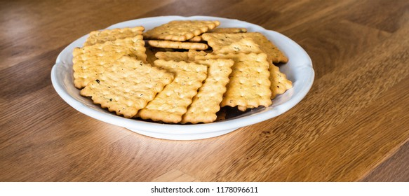 crackers in plate on table