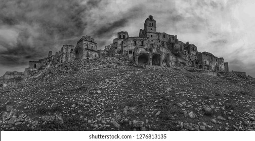 Craco is ananmazing Gost Town in the South of Italy