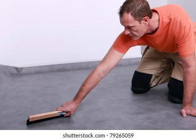craftsman leveling the floor