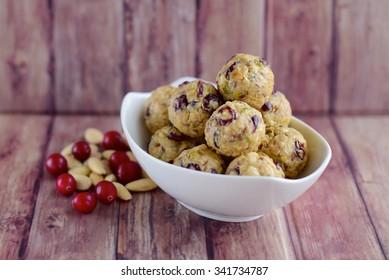 Cranberry almond oats energy balls