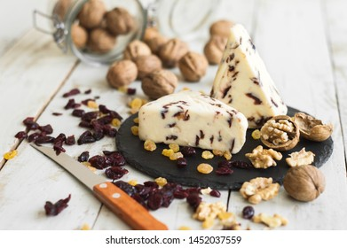 Cranberry cheese, dried cranberry, walnut and raisin served on a black slate board