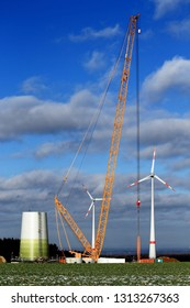 Crane for building a wind turbine with