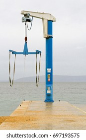 Crane hoist for boats and small yachts
