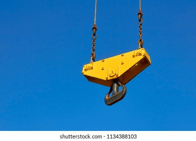 Crane hook on steel cables