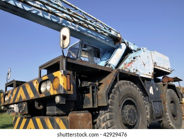 "A crane mounted on an undercarriage with four rubber tires for off-road and ""rough terrain"" applications."