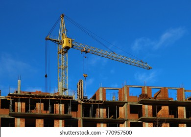 The crane on the construction of an apartment building