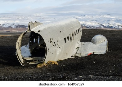 Crashed plane in the middle of nowhere, Iceland