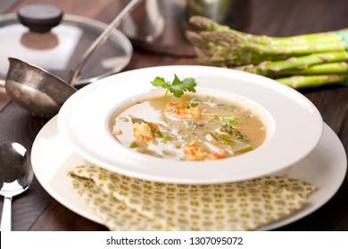 Cream of asparagus with shrimps (Selective Focus ef551e446b7c