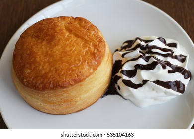 a cream cake of dessert