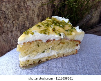 cream cake with pistachios and advocaat