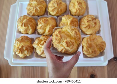 Cream puffs filled with pastry cream , Choux Cream