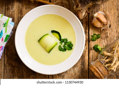 Cream soup from courgettes (zucchini)
