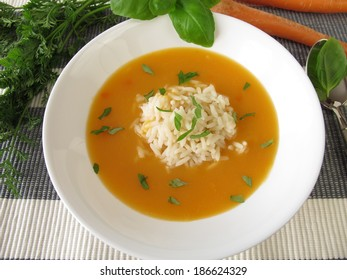 Creamy carrot soup with rice