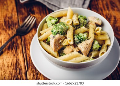 Creamy whole wheat pasta with chicken and broccoli
