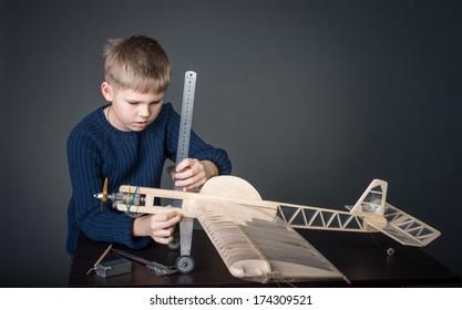 Creating the model plane. Measuring.