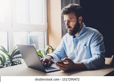 プロジェクトでデジタルデバイスとプログラムを使用するクリエイティブワーカー。オフィスのデスクに座ってノートパソコンにタイプする企業幹部。スマートフォンで重要な会社の電話をかけ、Eメールをチェックするマネージャ