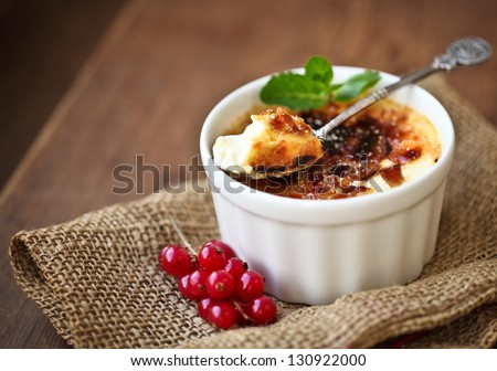 Creme brulee (cream brulee, burnt cream) with red currant and mint