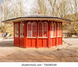 Crich, Matlock, Derbyshire. 5th April 2017. Old traditional tramway shelter at the Crich tramway museum, Crich, Matlock, Derbyshire, UK