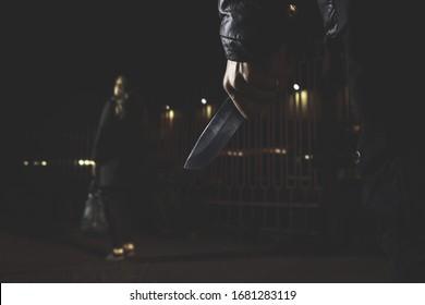 conceptos de delito robo conceptos de robo un ladrón apuntó su afilado cuchillo a una mujer para robarle sus cosas valiosas en una bolsa